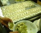 きりんの宇都宮餃子は一つ一つ丁寧に包む